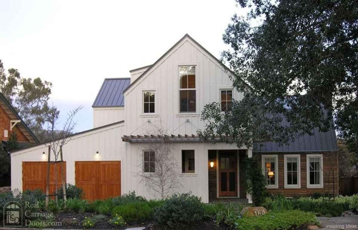 Simple Modern Farmhouse Exterior Design Ideas 11