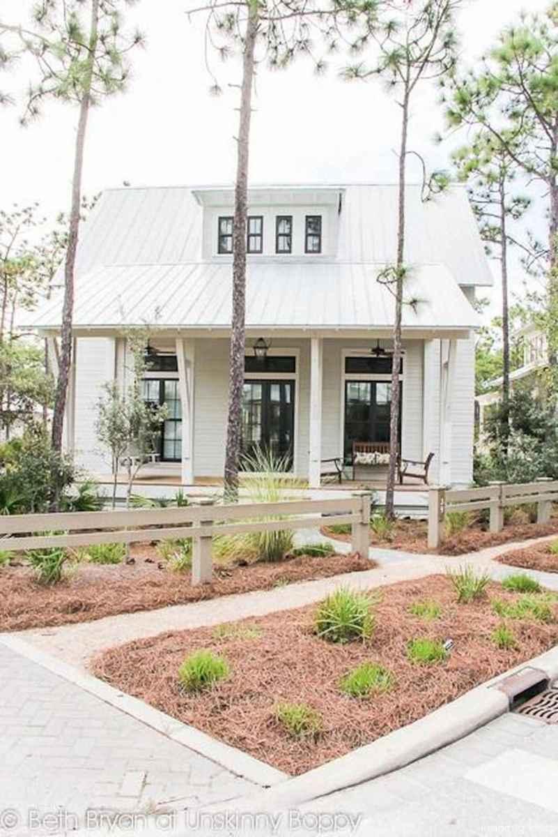 Simple Modern Farmhouse Exterior Design Ideas 15