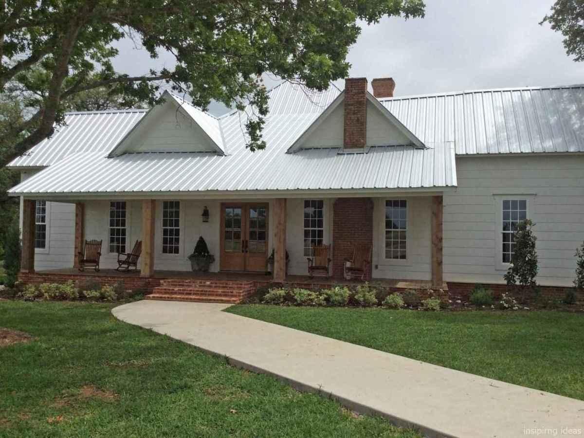 Simple Modern Farmhouse Exterior Design Ideas 23