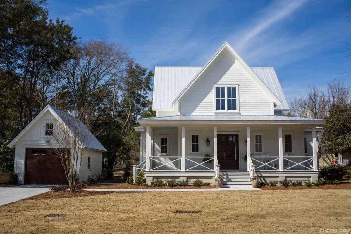 Simple Modern Farmhouse Exterior Design Ideas 37