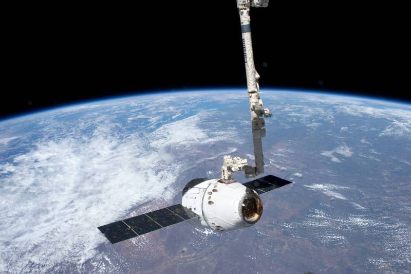 spacex dragon canadarm 2 grapple