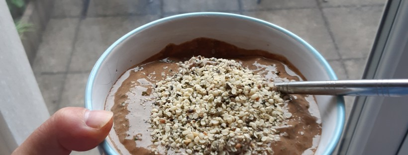 what to eat on your period - chocolate smoothie hemp seeds