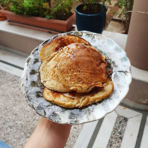 what to eat on your period - banana oat pancakes
