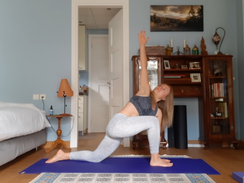 yoga for increasing energy - runners lunge