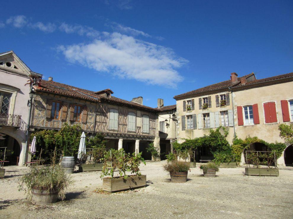 The square in St Dizant