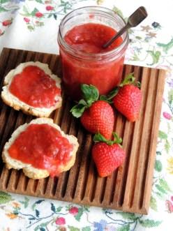 Jordbær-rabarbermarmelade med ingefær og citron