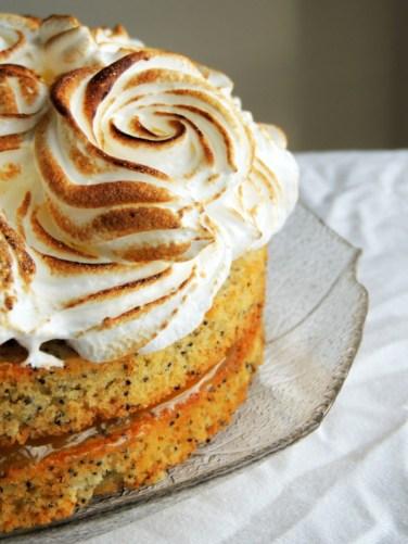 https://lovemusicandcakes.wordpress.com/2014/03/16/citronkage-med-bla-birkes-og-italiensk-marengs-pa-toppen/