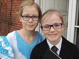 To søde veninder fejrer fastelavn