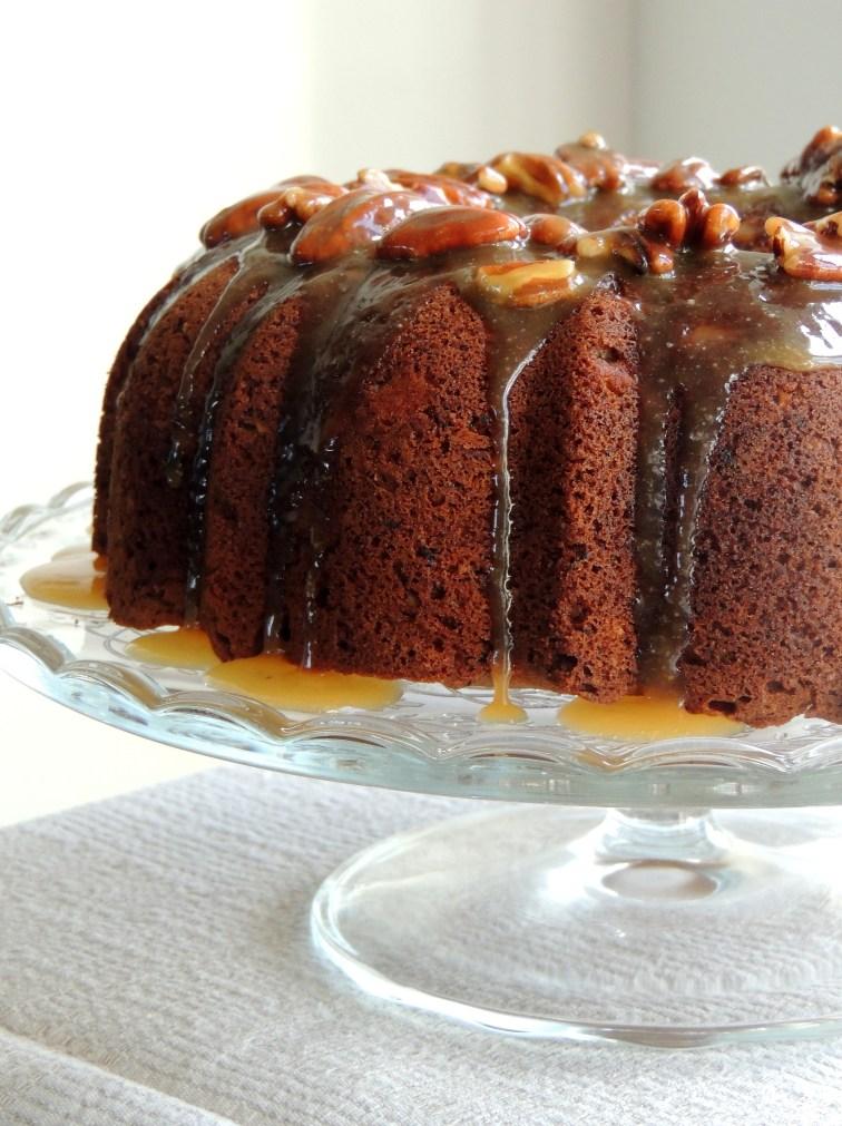https://lovemusicandcakes.wordpress.com/2014/10/12/paere-pecankage-med-karamel/