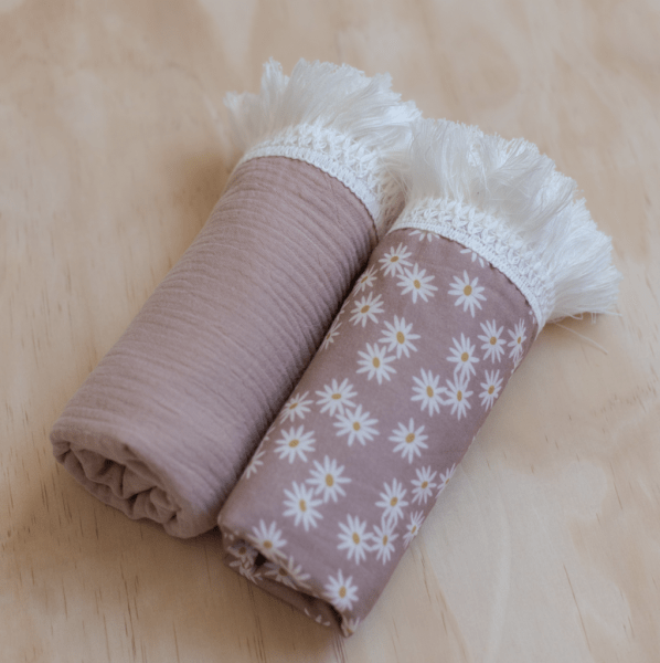 Ziggy Lou Fringe Swaddle Mini Daisy (dusty rose)
