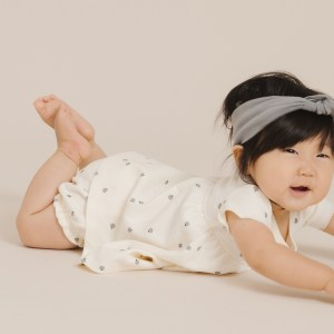 Quincy Mae Baby Short Sleeve Dress (ivory/blueberry)