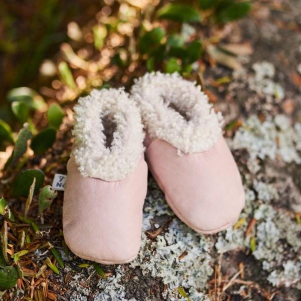 Nature Baby Lambskin Booties (rosebud)