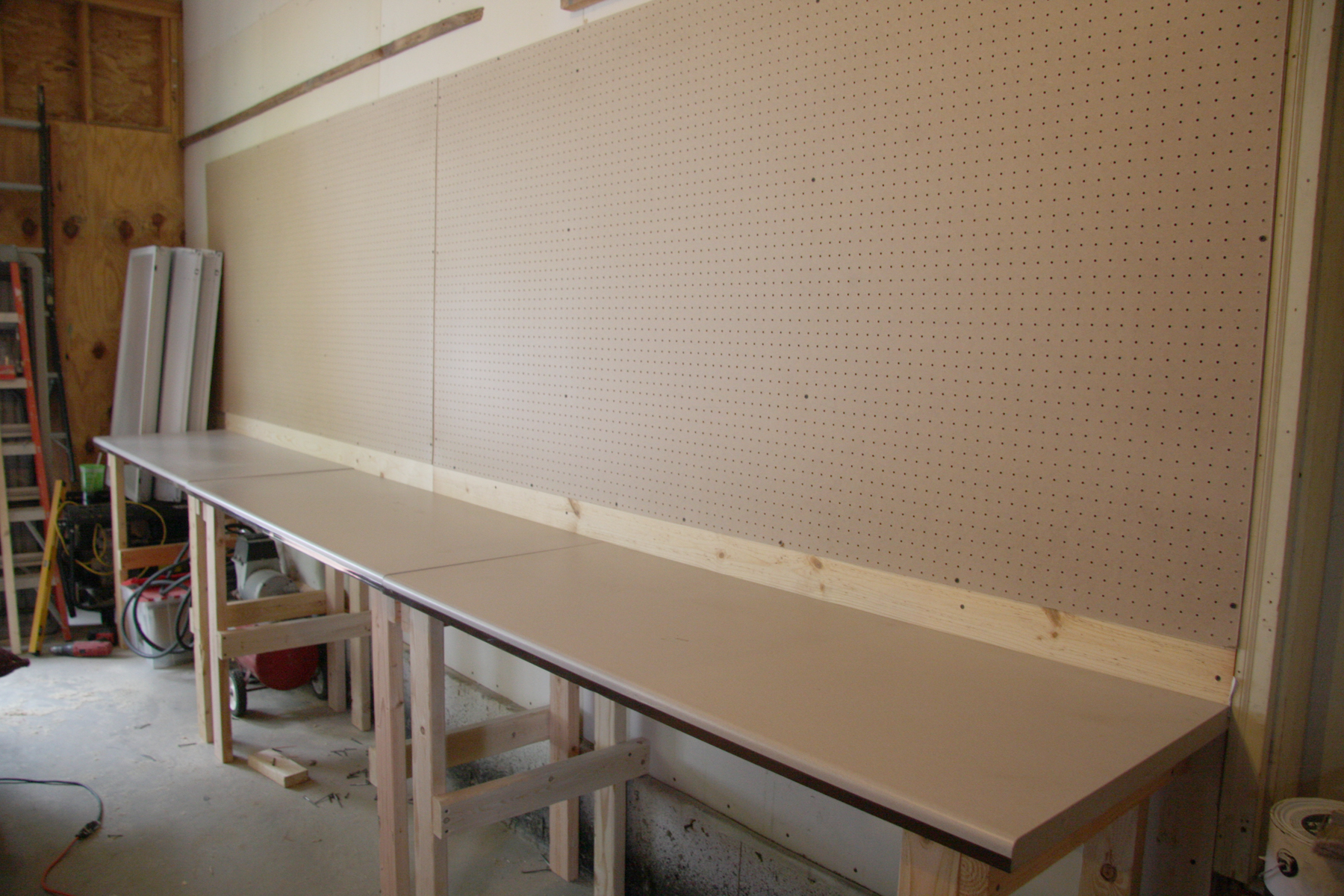 DIY workbench how-to {Love My DIY Home}