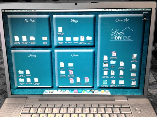 Check out this DIY desktop background organizer!