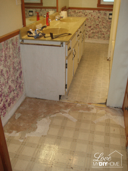 DIY Bathroom floor {Love My DIY Home}
