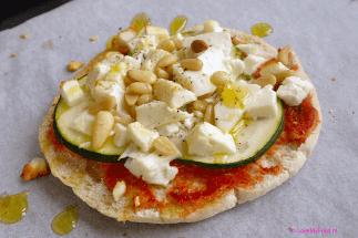 Pita pizza met courgette en feta 1