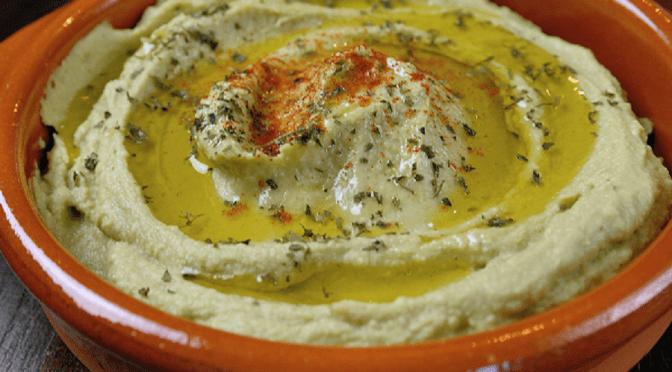 Hummus met avocado