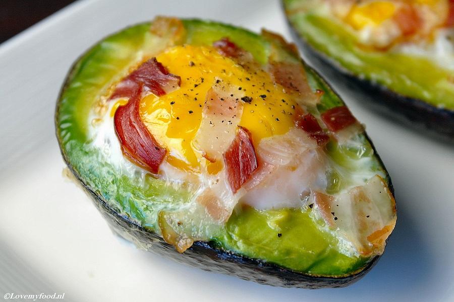 Verbazingwekkend Lekker ontbijtje: avocado met ei uit de oven - Lovemyfood.nl UN-66