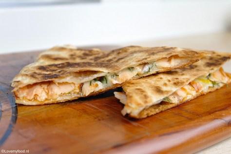 quesadilla-met-gerookte-zalm-en-gruyere-2