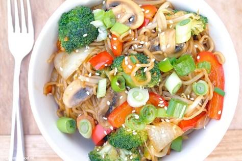 Noodles met homemade teriyaki saus (vegetarisch)
