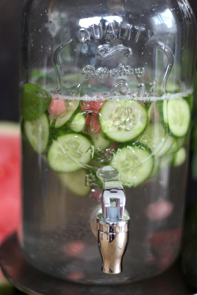 Gurkenwasser Behälter