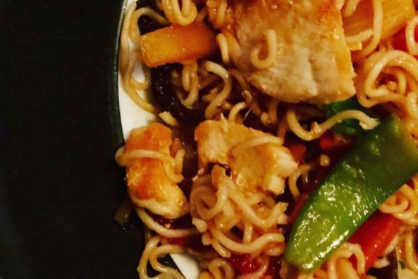 Asiatische Nudeln mit Hähnchen – schnelles Gericht aus dem Thermomix