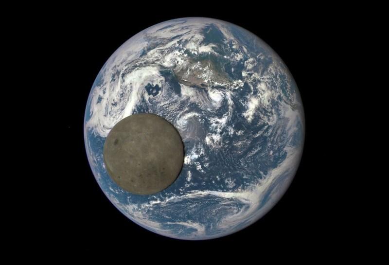 Необычный вид: Луна и Земля