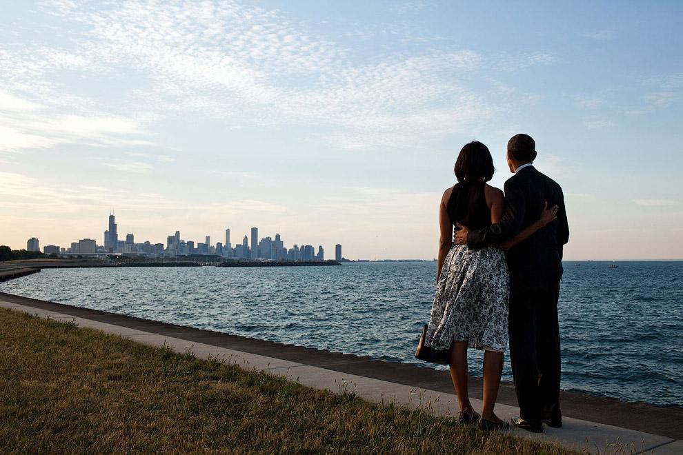 Барак Обама с женой краю озера Мичиган в Чикаго