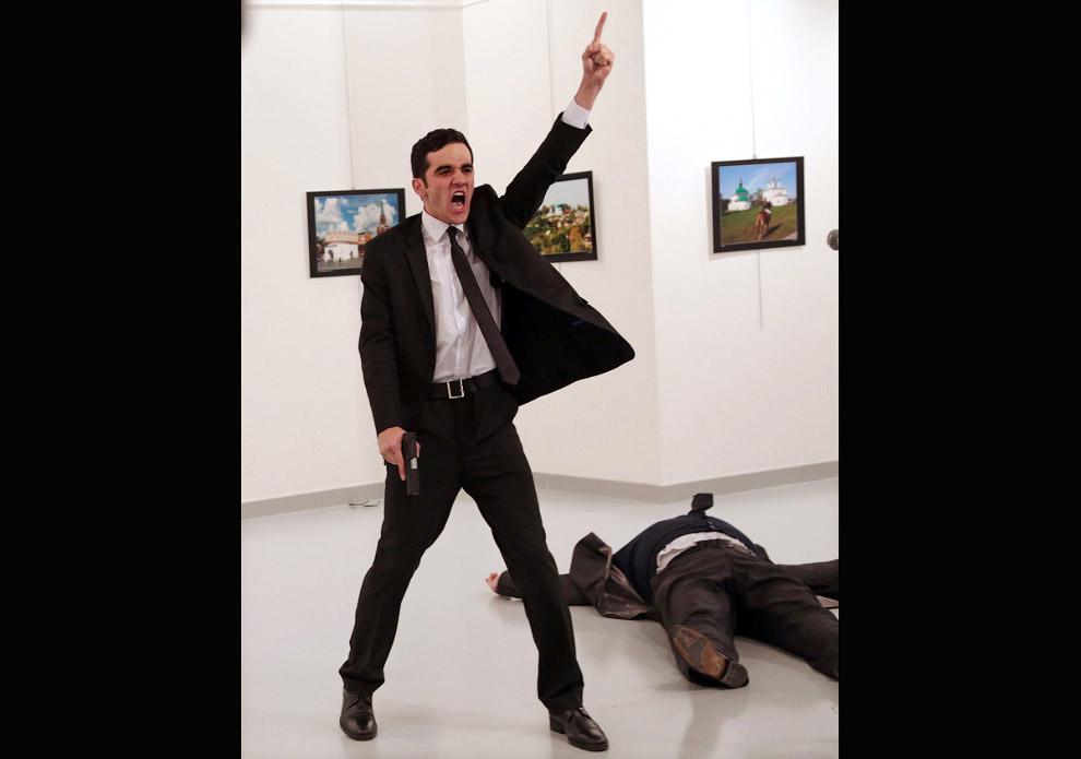 Убийца Мевлют Мерт Алтынташ и убитый посол Карпов