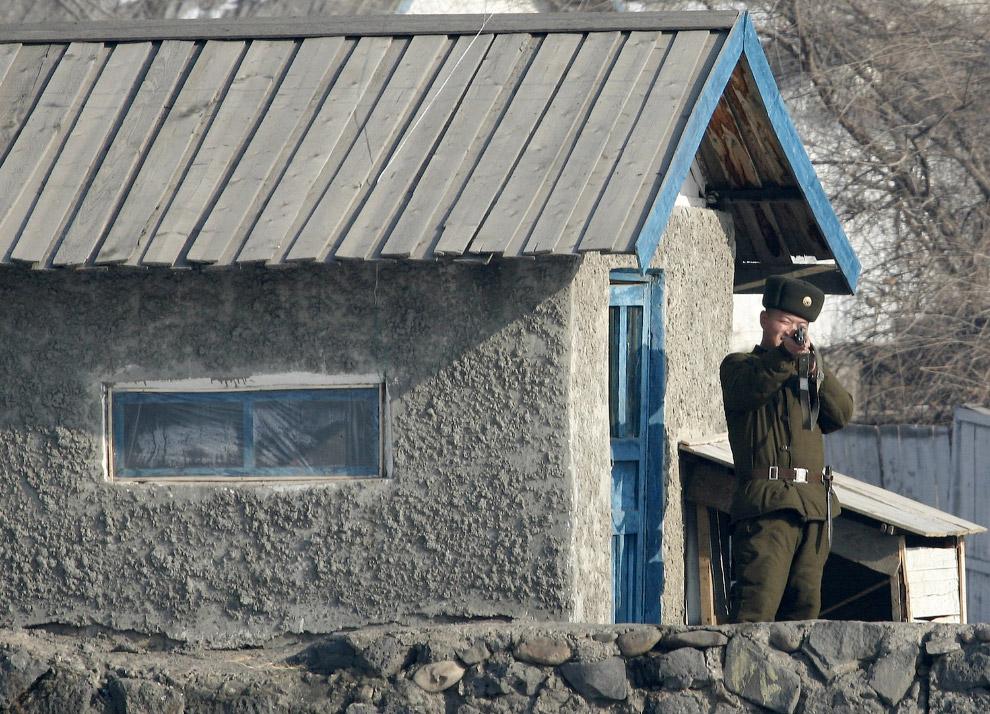 Северокорейский пограничник
