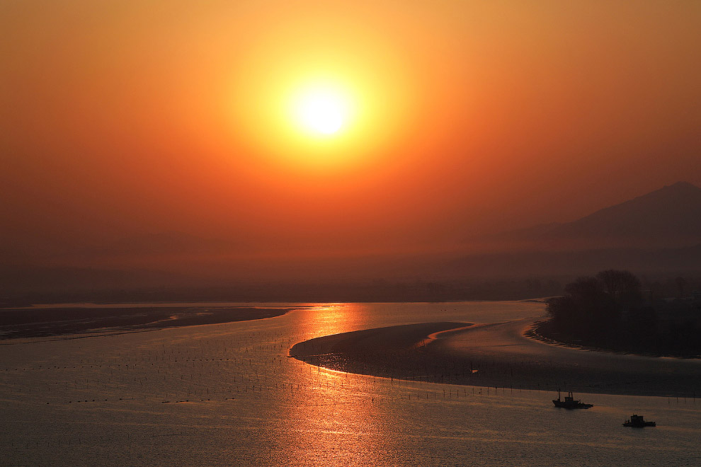 Граница Северной Кореи с Китаем и река Ялу
