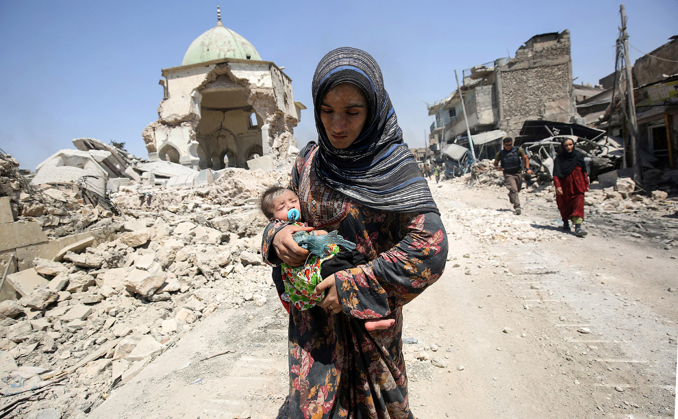 Жители бегут из Старого города Мосула