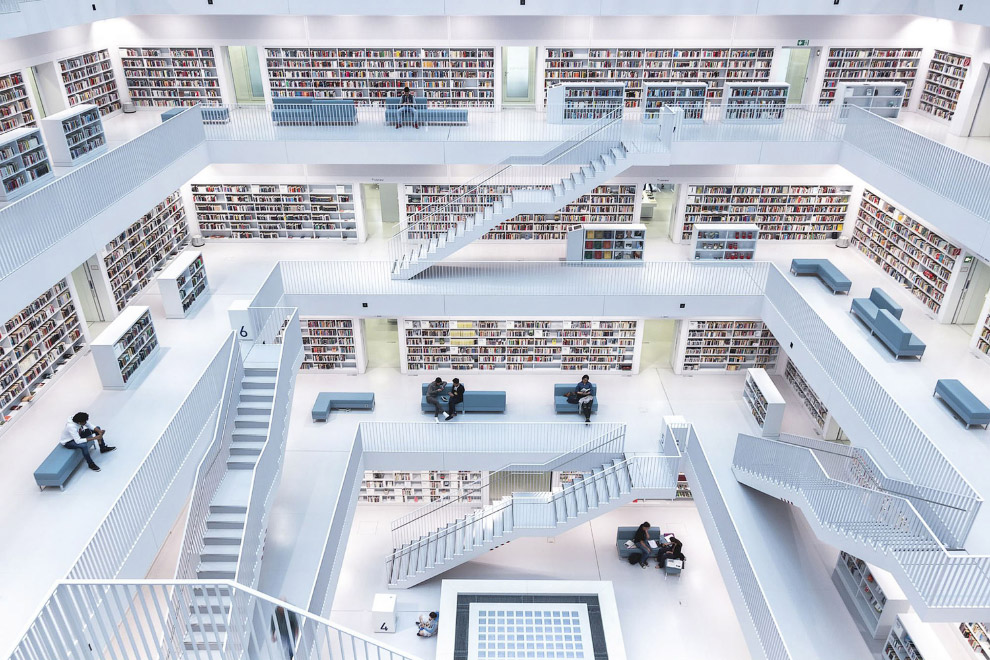 Современный интерьер городской библиотеки в Штутгарте