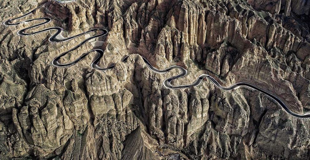 Горная дорога в провинции Ганьсу, Китай