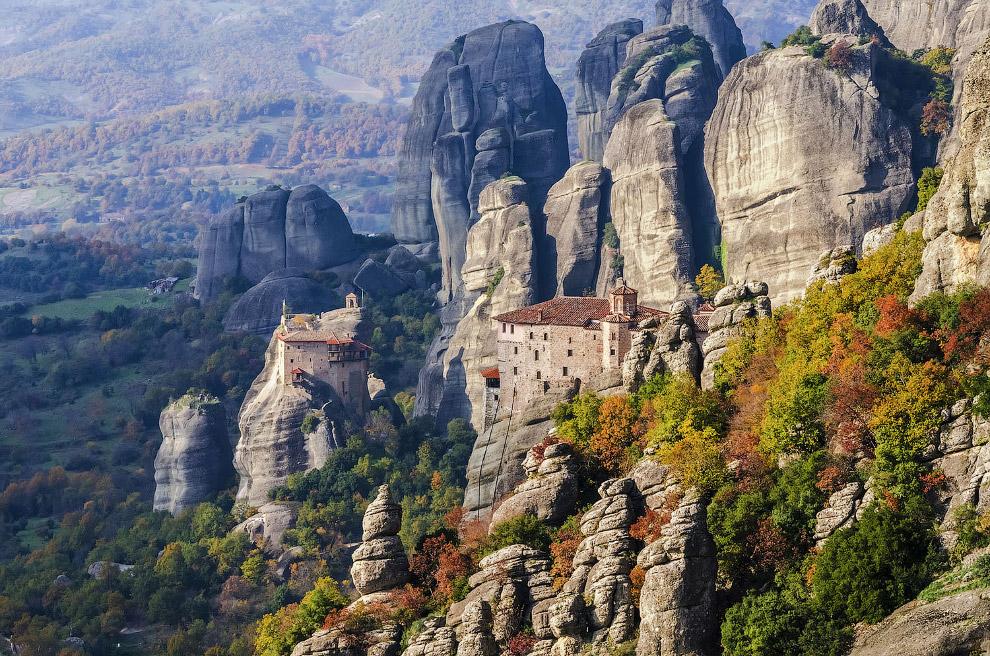 Виды на монастырь Святого Николая Анапавсаса и монастырь Русану или святой Варвары