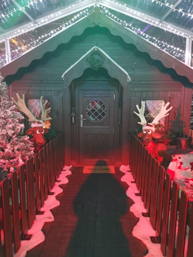 Alice in Winterland - Santa stop