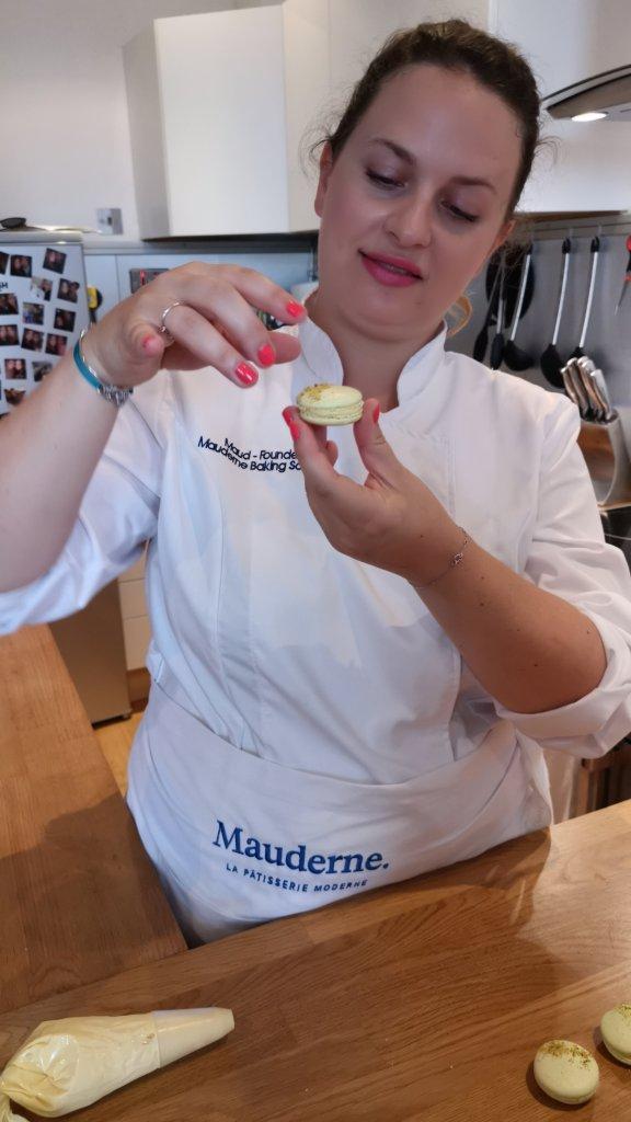 Mauderne Baking Class Maud and a macaron