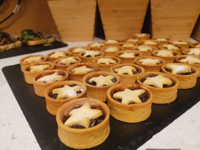 Moonpig mince pies
