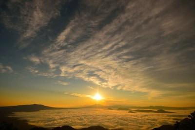 雲海から昇る朝日