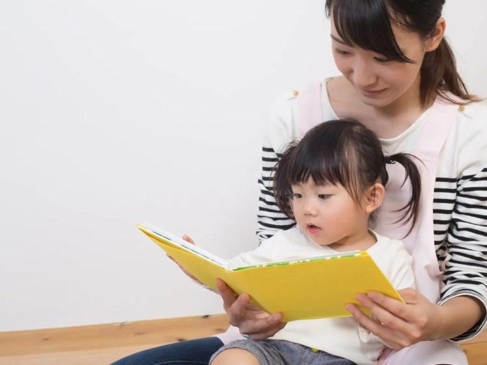 保育士と幼児