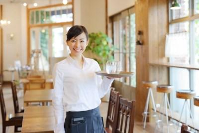 カフェで働く彼女