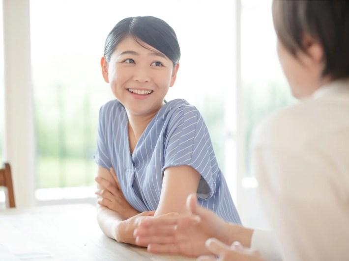 モテる会話テクニック実演中の女性