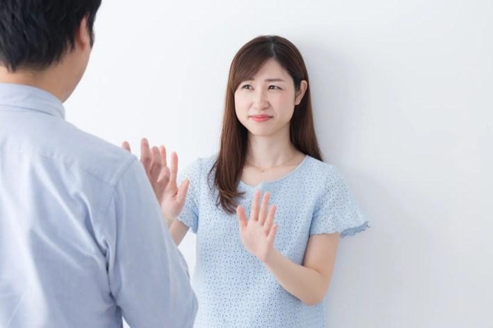 男性の気持ち悪い口説き方を嫌がる女性