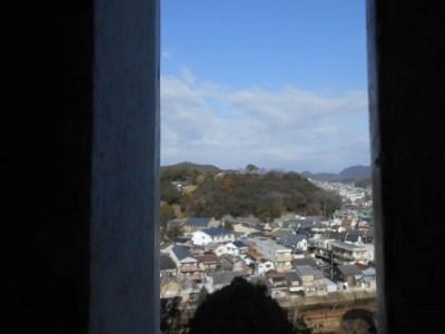化粧櫓の窓から見える男山天満宮(千姫天満宮)