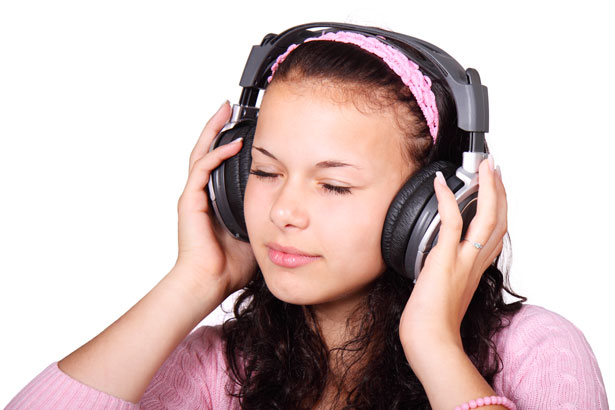 3 Ways to Listen to Audiobooks for Free