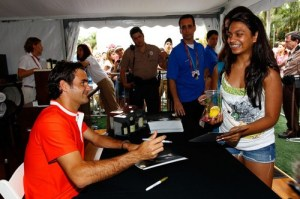 Federer-signing-autographs-for-some-enthusiastic-fan-roger-federer-24673092-500-333