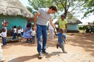 Roger-Federer-Visiting-the-Limpopo-Province-Roger-Federer-Foundation-2013-roger-federer-33688617-500-333