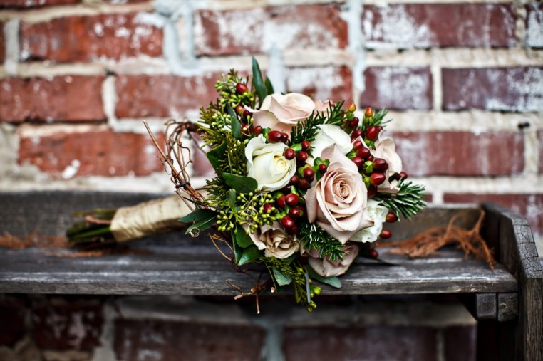 blush-pink-rose-and-cranberry-christmas-bouquet-1024x682