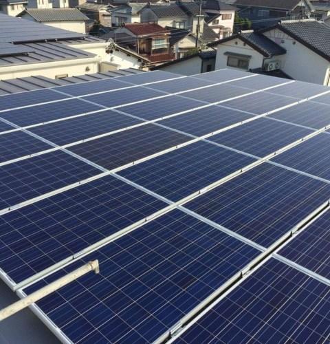 201602061603418fe 1 - 4棟目新築アパートの 屋根に、太陽光パネル 設置完了