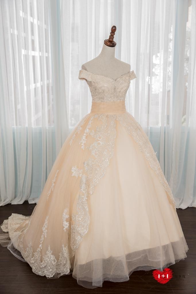 手工婚紗推薦:公主派雕花蕾絲晚禮服